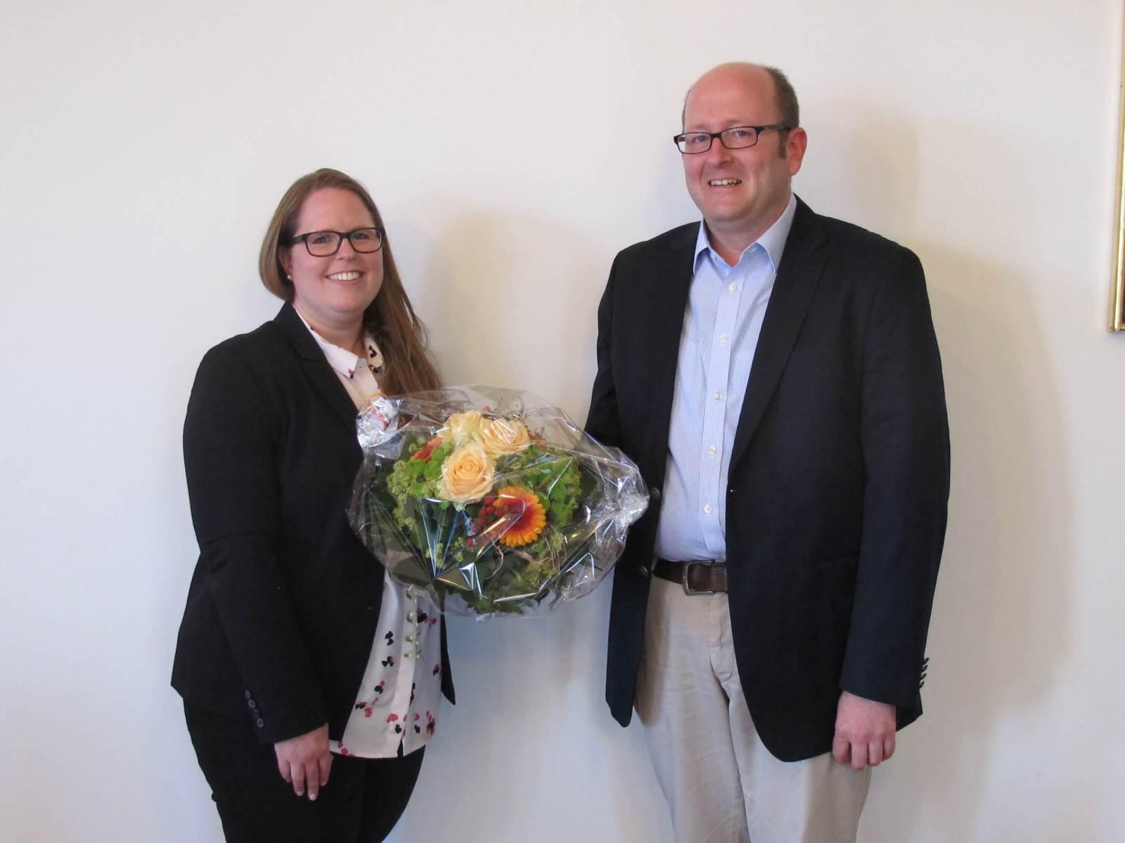 Carina Ringwald und Bürgermeister Wild im Juli 2018