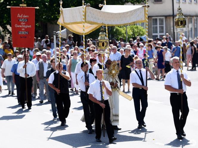 Hirrlingen (Kreis Tuebingen)    15.06.2017Fronleichnamsprozession 2017FOTO: Pressefoto ULMER/Markus UlmerxxNOxMODELxRELEASExx